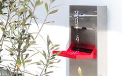 シンク型立水栓はかがまず手が洗えて、収納も沢山!足元も濡れ知らず