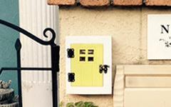名前を入れて我が家の顔に!扉を開けるワクワクのインターホンカバー。
