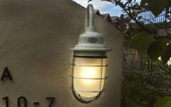 昼間もかわいいレトロ外灯は女子に大人気。カントリーガーデンにお薦め